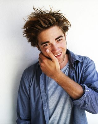 http://wouldyoutapthat.files.wordpress.com/2009/04/robert-pattinson-robert-pattinson-2550443-317-400.jpg