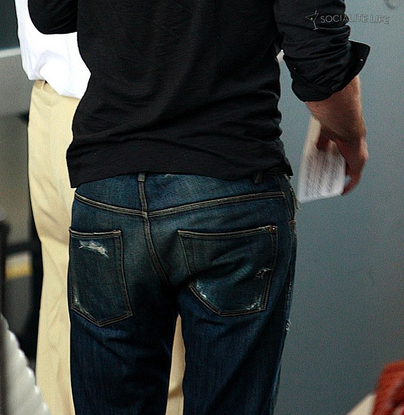 Robert Pattinson: Tema Principal - Página 4 Gallery_enlarged-robert-pattinson-lax-07262009-16